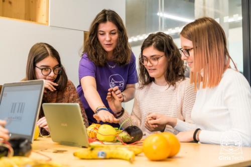 girls tech-106